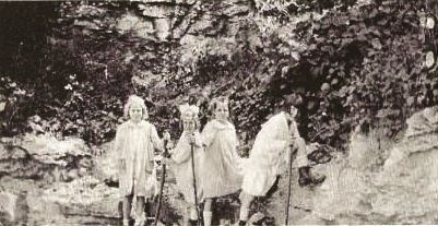 Photo of 4 young girls playing in Monarch area